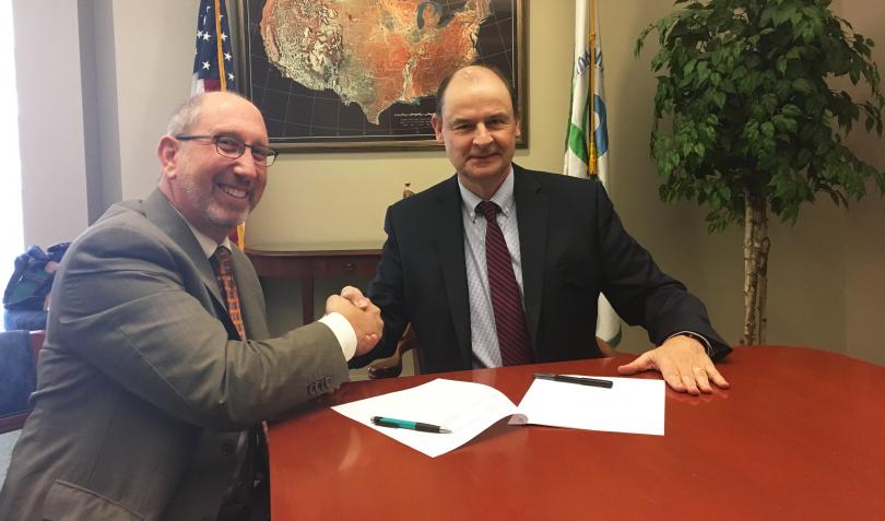 APHL and EPA formalize environmental health partnership   www.APHLblog.org